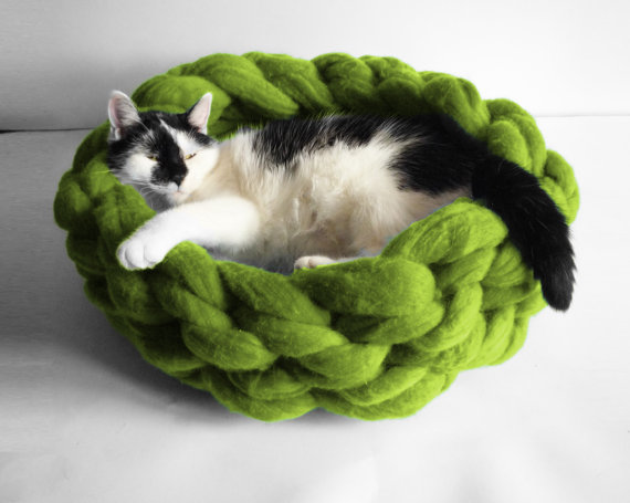 chunky-knit-cat-bed