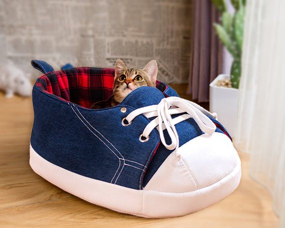 nappingjojo-sneaker-cat-bed